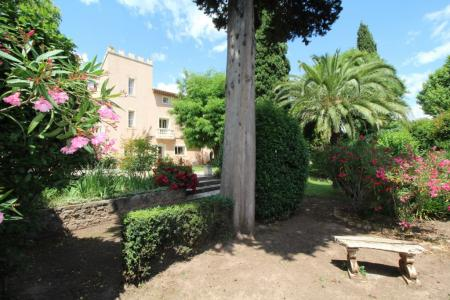 Green Provence, medieval castle 30 minutes from the seaside