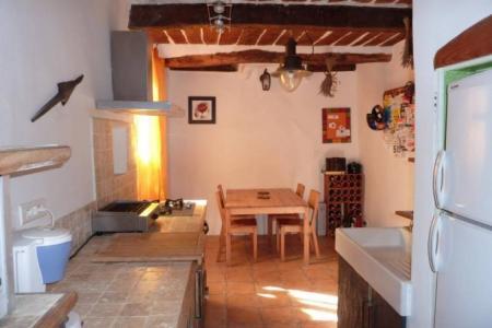 LORGUES jolie maison de village entièrement rénovée.
