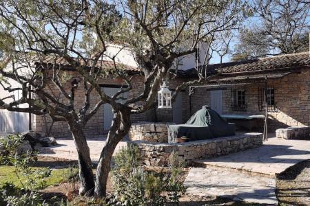 LORGUES, belle propriété en pierres env 180 m² + annexes - Image 3