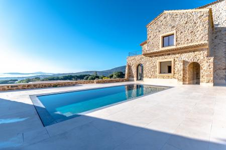 STE MAXIME Propriété en pierres de 550 m² avec maison d'amis sur 7 ha