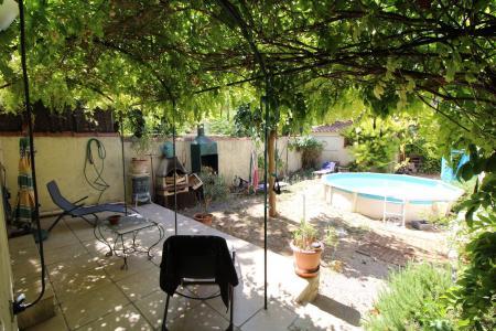 Brignoles, jolie maison de village avec jardin