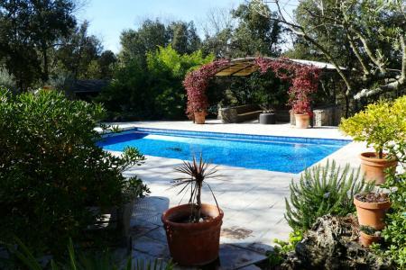 LORGUES, belle propriété en pierres env 180 m² + annexes - Image 2
