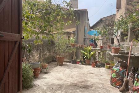 COTIGNAC centre village grande maison à rénover