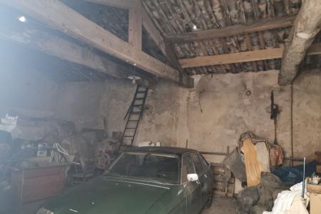 LE THORONET Garage to renovate 74 m² - Image 2