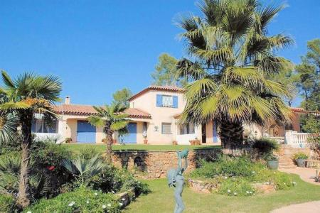 Large 4 bed villa with swimming pool