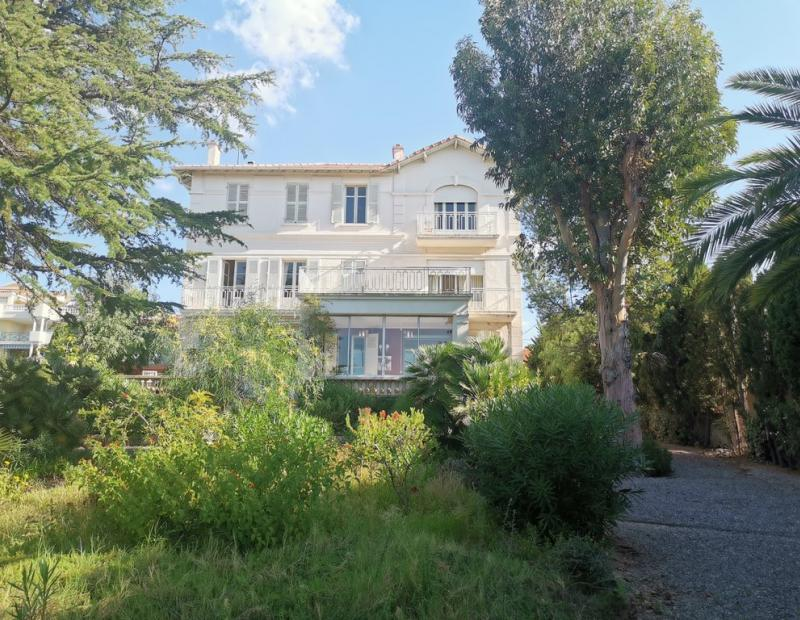 St Raphael, jolie maison de Maître d environ de 350 m² sur 1380 m² de terrain - Image 2