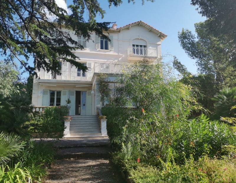 St Raphael, jolie maison de Maître d environ de 350 m² sur 1380 m² de terrain