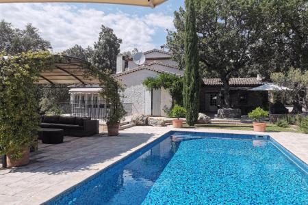LORGUES, belle propriété en pierres env 180 m² + annexes