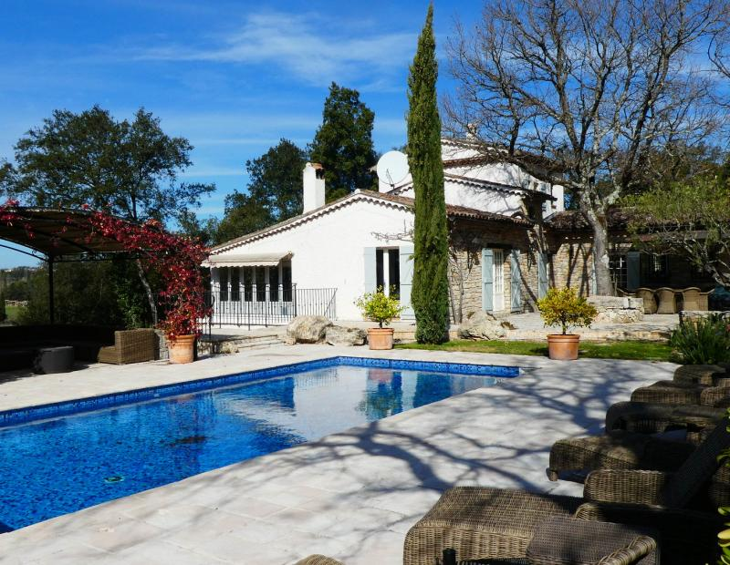 LORGUES stone property with tennis and pool - Image 3